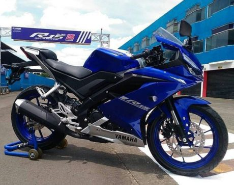 all-new-yamaha-r15-warna-biru