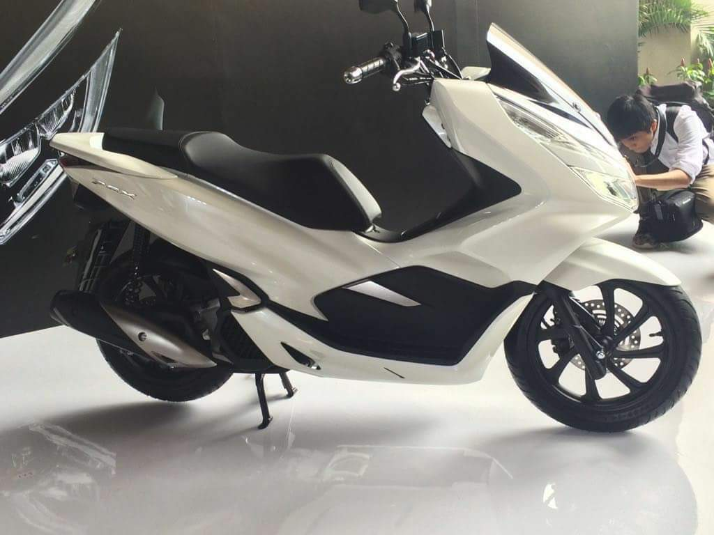 honda pcx modifikasi thailand with Harga Honda Pcx 2018 Putih 2 on Honda Pcx Hybrid 2018 further Harga Honda Pcx 2018 Putih 2 besides Honda Forza 125 City Gt further 2013 Honda Crf250l Dual Sport Officially Announced For Us as well Headl  Beat Street 2017 Putih.