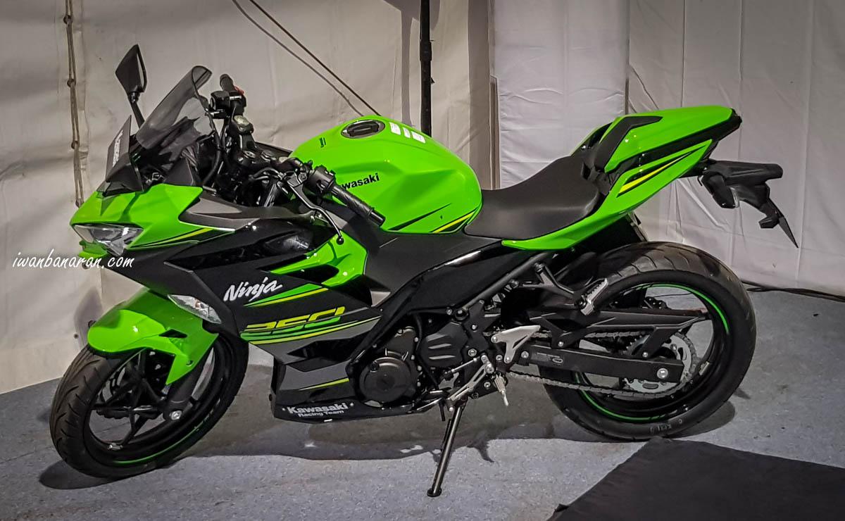 Warna Baru Kawasaki Ninja 250 Fi 2018 Lihat Harga Tipe Dan